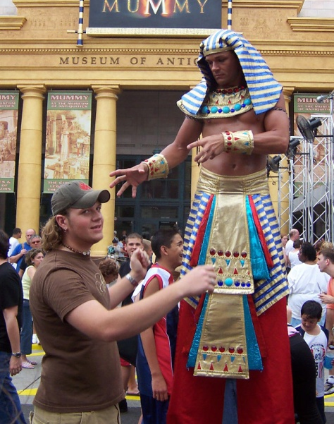 Pharoah on stilts Universal Studios 2004