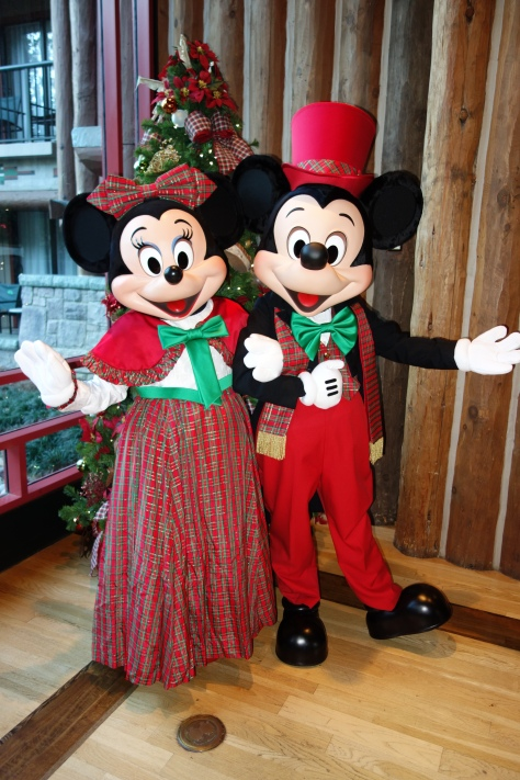 Mickey and Minnie Dec2012 xmas Wild Lodge (4)
