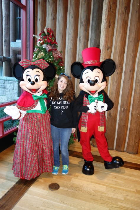 Mickey and Minnie Dec2012 xmas Wild Lodge (5)