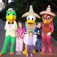 3 Caballeros Donald Duck, Jose' Carioca and Panchito Pistoles