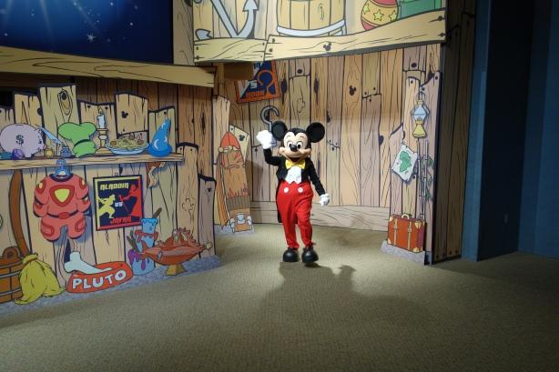 Epcot Visa Character Meet Mickey Minnie Goofy (2)