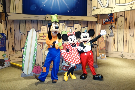 Epcot Visa Character Meet Mickey Minnie Goofy (4)