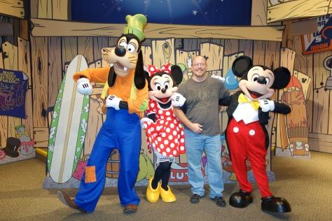 Epcot Visa Character Meet Mickey Minnie Goofy (6)