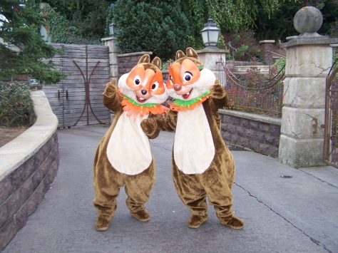 In 2007 Chip'n'Dale were meeting guests in front of Phantom Manor and got into Halloween by wearing these masks.