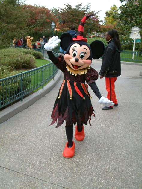 Before any other Halloween outfit, Minnie was wearing this witch outfit for Halloween. Nowadays you can only meet her in this outfit at the Resort Hotels, but it still is rare.