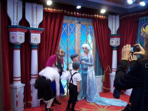 Anna and Elsa Frozen Meet in Epcot Norway