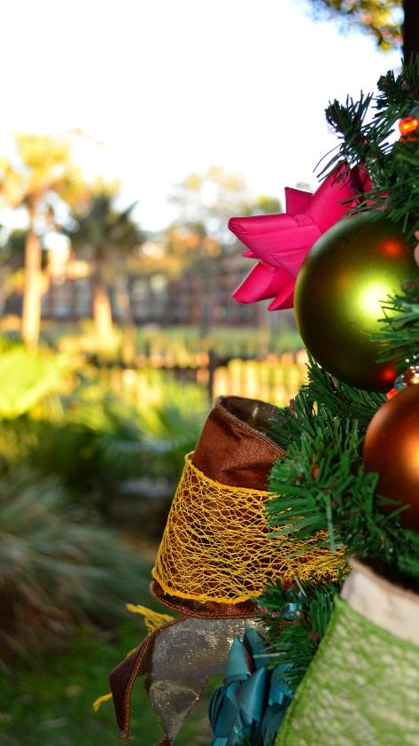 Animal Kingdom Lodge Kidani Christmas Characters and Christmas Decor (11)