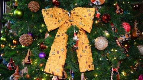 Animal Kingdom Lodge Kidani Christmas Characters and Christmas Decor (21)