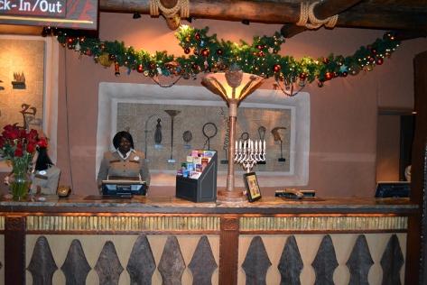 Animal Kingdom Lodge Kidani Christmas Characters and Christmas Decor (3)