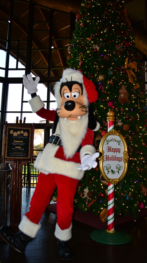 Santa Goofy Animal Kingdom Lodge Kidani Christmas Characters and Christmas Decor (5)