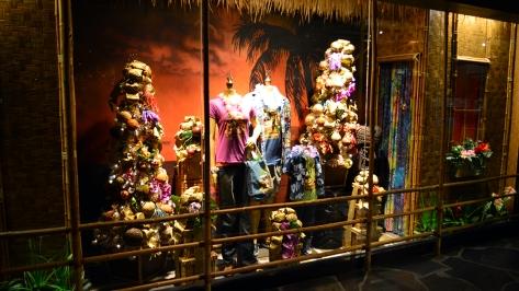 Polynesian Resort Christmas Characters and Christmas Decor (26)
