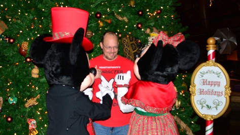 Walt Disney World Animal Kingdom Lodge Jambo House Christmas Characters Mickey and Minnie (6)