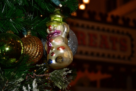 Walt Disney World Boardwalk Resort Chrismas Characters Mickey and Minnie and Christmas Decor (1)