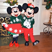 BOARDWALK RESORT CHRISTMAS CHARACTER SNOWFLAKE MICKEY AND MINNIE AND CHRISTMAS DECOR