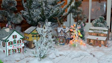 Walt Disney World Grand Floridian Christmas decor Christmas Characters Mickey and Minnie (15)