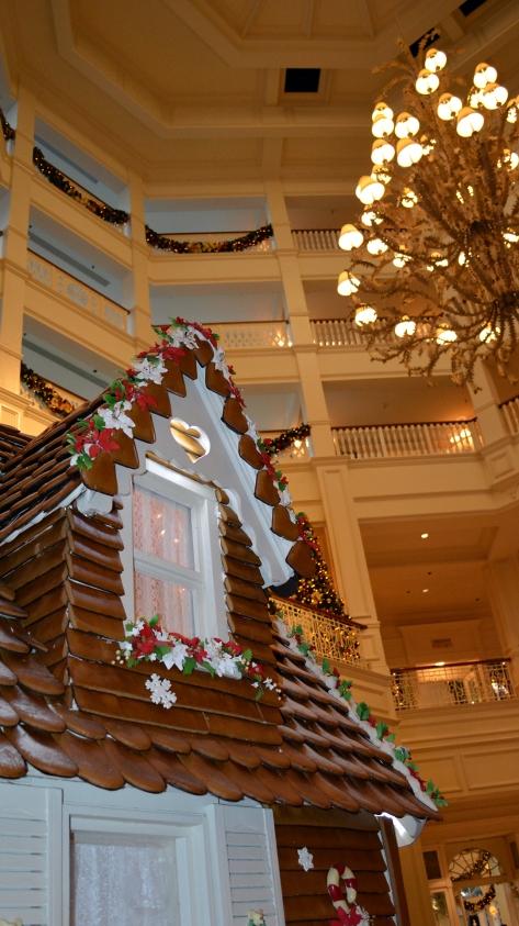 Walt Disney World Grand Floridian Christmas decor Christmas Characters Mickey and Minnie (20)