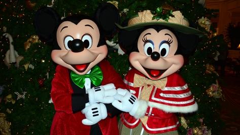 Walt Disney World Grand Floridian Christmas decor Christmas Characters Mickey and Minnie (43)