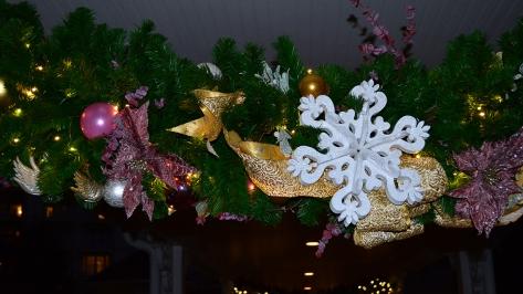 Walt Disney World Grand Floridian Christmas decor Christmas Characters Mickey and Minnie (59)