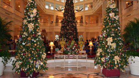 Walt Disney World Grand Floridian Christmas decor Christmas Characters Mickey and Minnie (7)