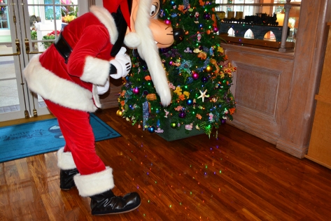 Walt Disney World Old Key West Resort Christmas Characters Santa Goofy Christmas Decor (3)