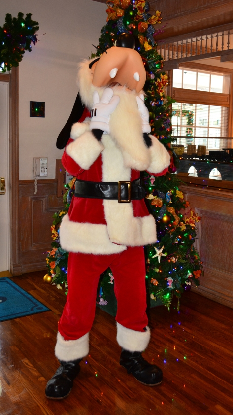 Walt Disney World Old Key West Resort Christmas Characters Santa Goofy Christmas Decor (7)