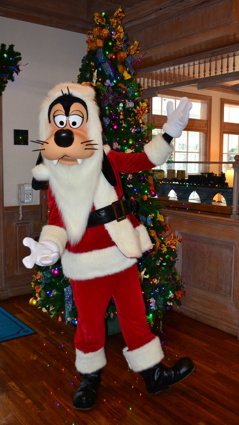 Walt Disney World Old Key West Resort Christmas Characters Santa Goofy Christmas Decor (8)