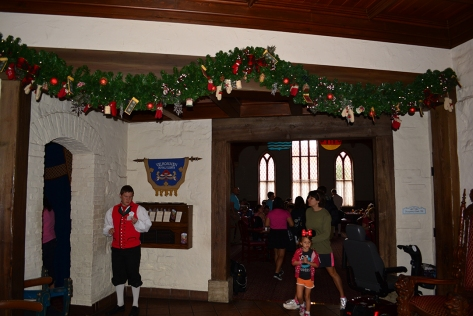Walt Disney World Epcot Akershus Royal Dining Princess Character Meal (7)