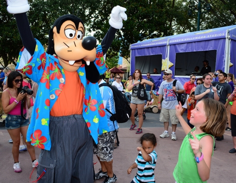 Goofy Rock your summer side dance party at Hollywood Studios June 2014