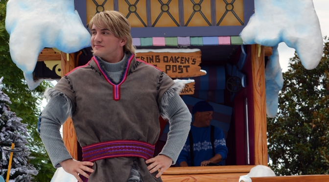 Anna and Elsa's Royal Welcome parade featuring Kristoff Frozen