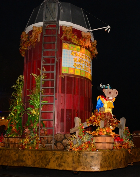 Mickey's Not So Scary Halloween Party 2014 Boo to You Halloween Parade Clarabelle Cow