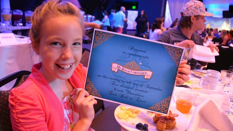 My Royal Coronation Breakfast with Anna and Elsa from Frozen (24)