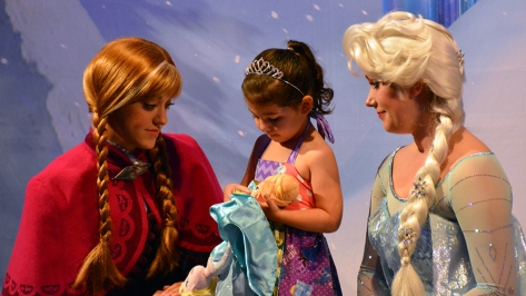 My Royal Coronation Breakfast with Anna and Elsa from Frozen (42)